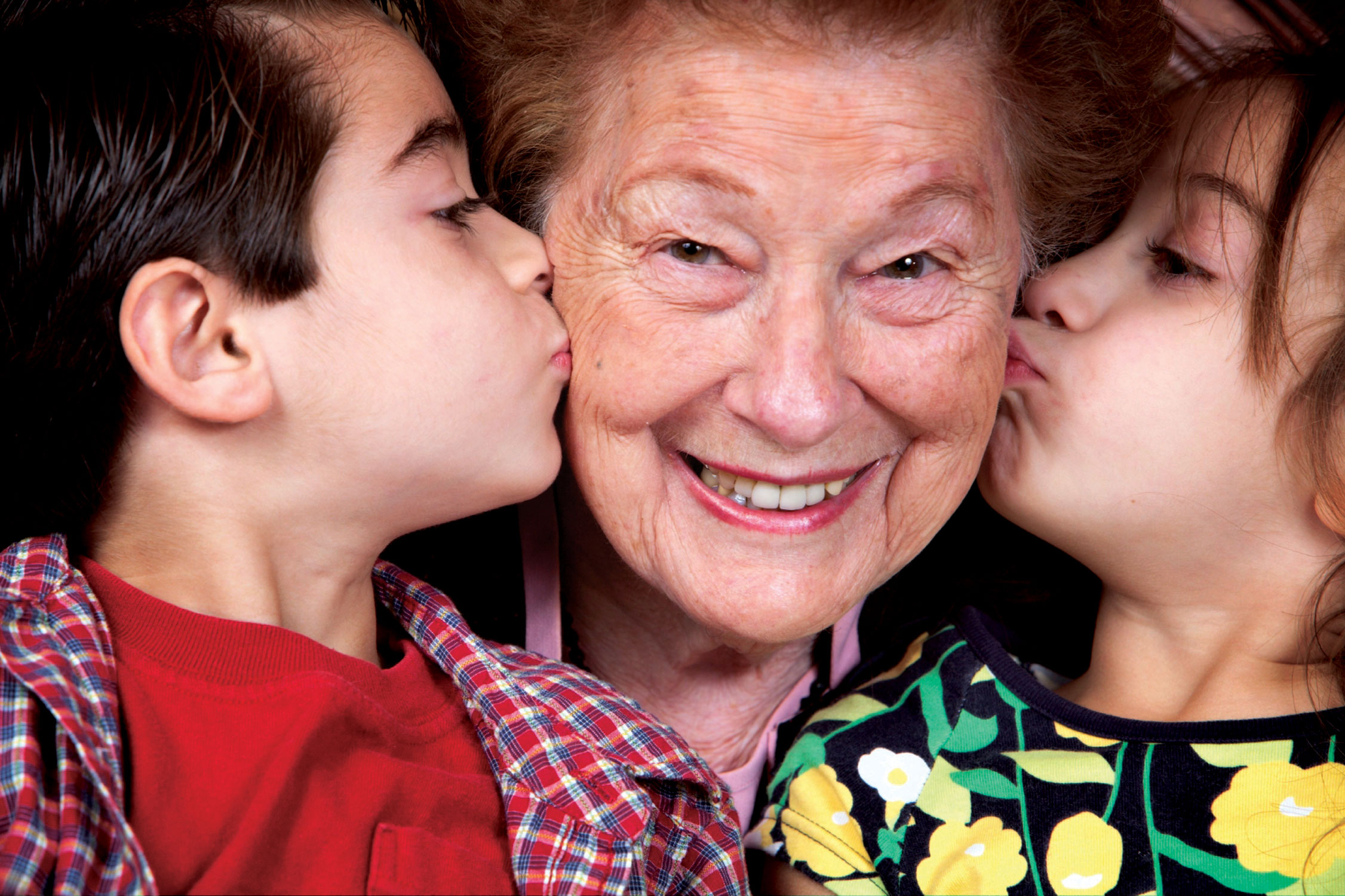 kids kissing their grandma